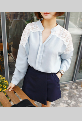 Pin tuck the shoulder lace blouse (secondary stock)