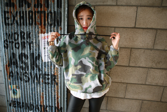 Brushed hooded zipper pocket camo (123 cars in stock)