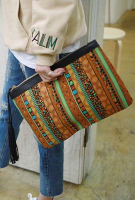 Ethnic tassels clutch (Stock 8th)