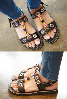 Punching ring sandals