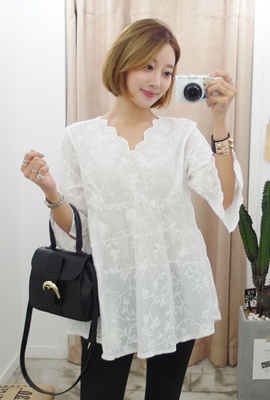 Flower embroidered neck blouse waves (secondary stock)