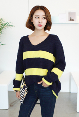 Deep V-neck knit tee dangara (5th stock)