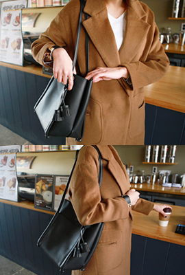 Square knot tassel leather shoulder bag (3rd stock)