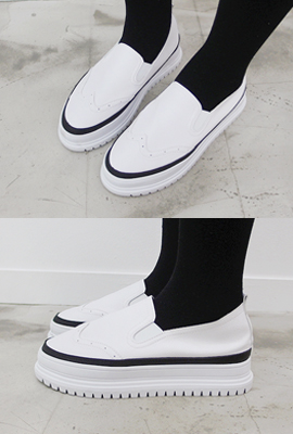 Tonggup wingtip leather slip-on