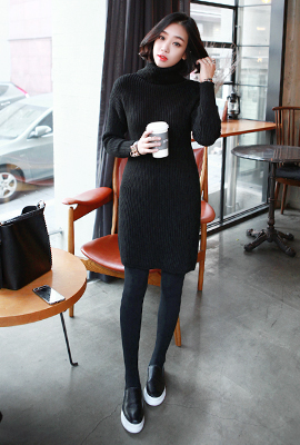 Corrugated turtleneck knit dress