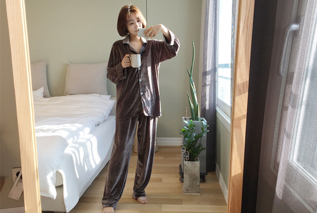 Piping velvet pajamas set
