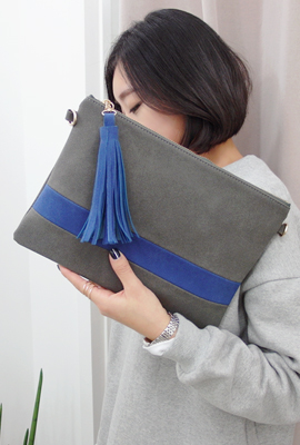 Line color tassels clutch bag (secondary stock)