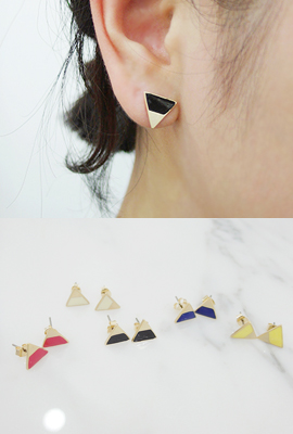Triangular earrings in gold color mix