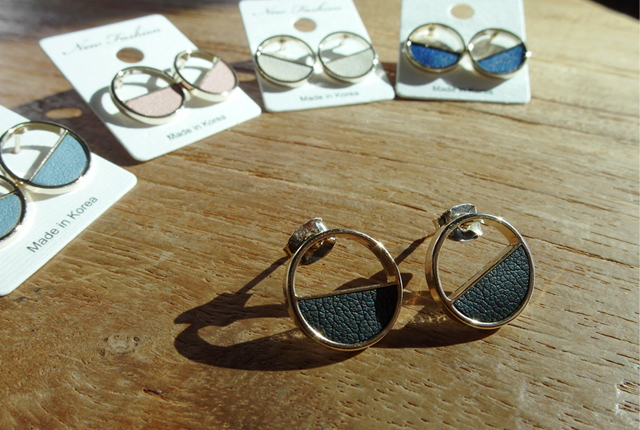 Half colored circle earrings