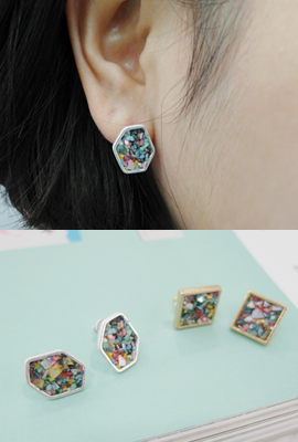 Color stone earrings frame (secondary stock)