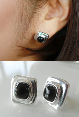 Square frame earrings