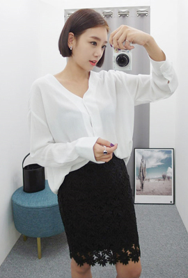 Deep V-neck blouse (secondary stock)