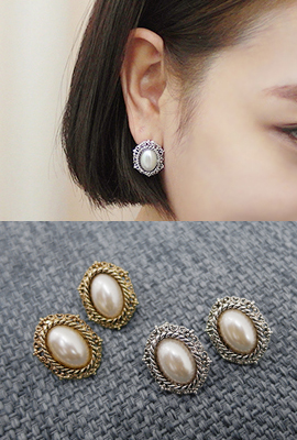 Circle frame antique earrings