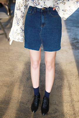 Teuim diagonal denim skirt