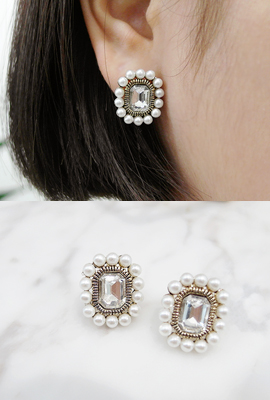 Pearl earrings cubic square
