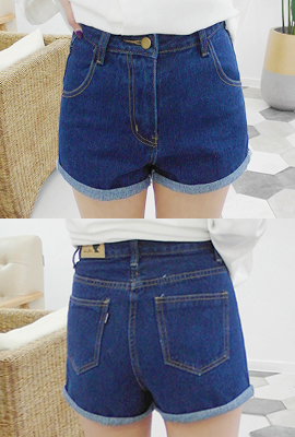 Double rolled up denim shorts