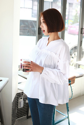 Line ruffle blouse balloon