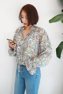 Ribbon banding flower blouse