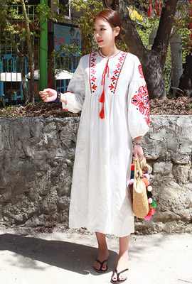 Long dress embroidered with red tassels