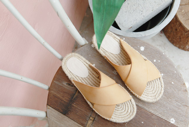 Leather Strap Straw Slippers