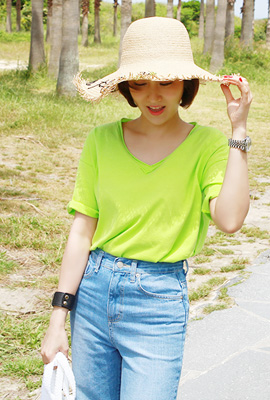 V-neck double cut short sleeve tee