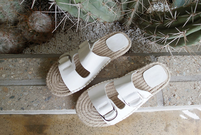 Leather buckle straw slippers