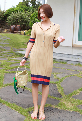 Color line knit dress