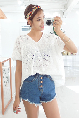 Punching blouse with sleeve banding