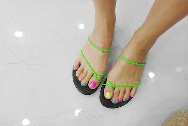 Color twist slippers (second stock)
