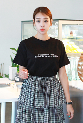 Lettering embroidered round short sleeves (3 stock)