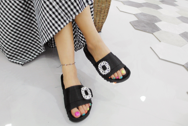 Cubic Strap Slippers