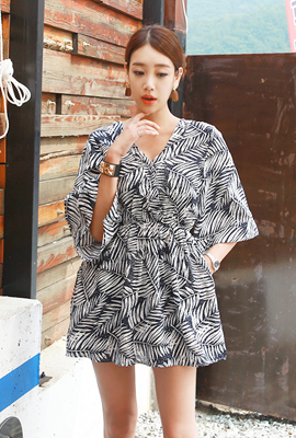 Leaf pattern banding mini dress