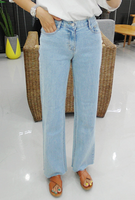 Simple Cutting Wide Denim Pants
