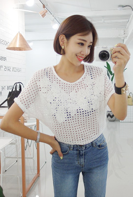 Flower punching blouse