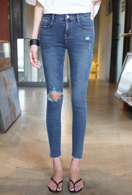 One damage cut skinny jeans (second stock)