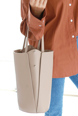 Cylindrical V-leather shoulder bag (2nd stock)