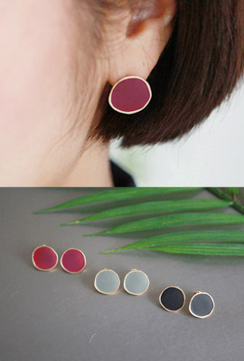 Gold Frame Circle Earring (3rd stock)