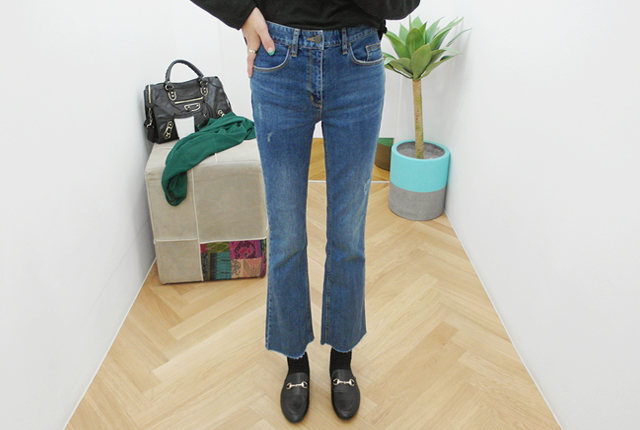 Back button boots cut denim pants