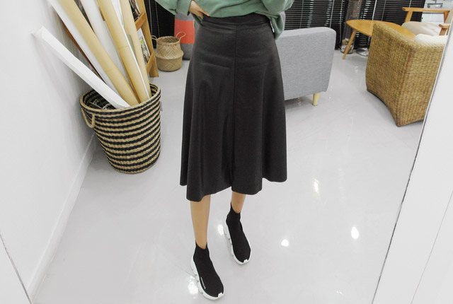 Cutting leather flared skirt