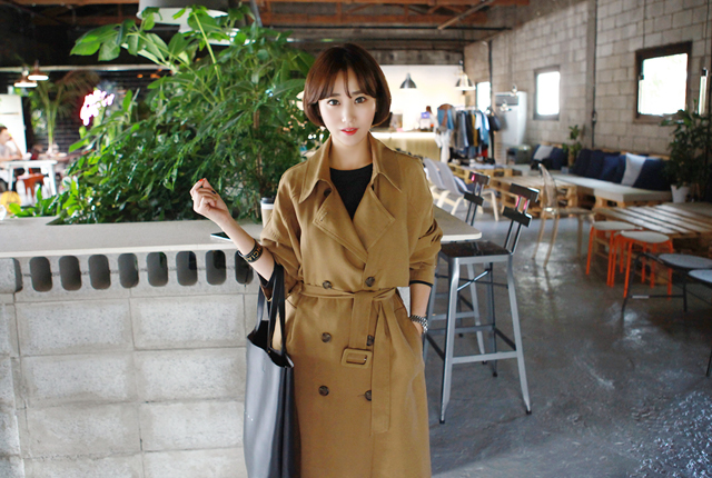 Square strap trench coat