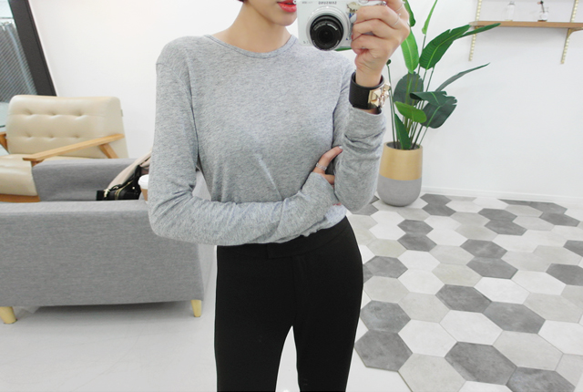 Simple round tee over sleeves