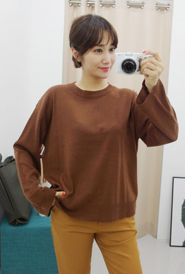 Plain round color knit tee