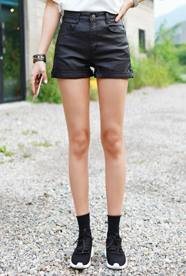 Simple roll-up coated short pants