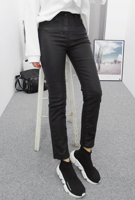 Simple coated slim pants