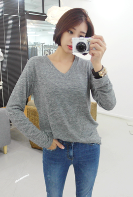 Simple V neck long-sleeved tee (10 car stock)