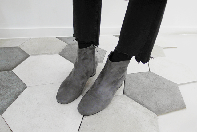 Suede colored ankle boots