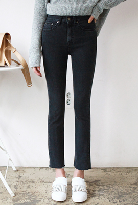 Straight jeans with black bristles (3rd stock)