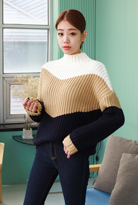High neck coloring knit tee