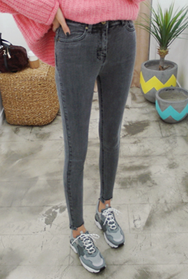 Square-faced skinny jeans (2nd stock)