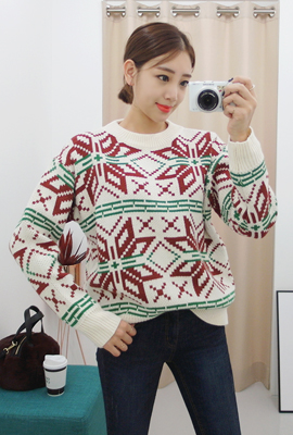 Half-high neck snow flake coloring knit tee